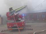 Plameny pohltily budovu restaurace v kempu u Věšína, hasiči vyhlásili druhý stupeň poplachu (6)