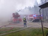 Plameny pohltily budovu restaurace v kempu u Věšína, hasiči vyhlásili druhý stupeň poplachu (7)