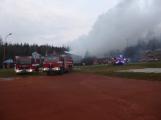 Plameny pohltily budovu restaurace v kempu u Věšína, hasiči vyhlásili druhý stupeň poplachu (11)