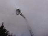 Plameny pohltily budovu restaurace v kempu u Věšína, hasiči vyhlásili druhý stupeň poplachu (12)
