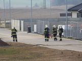 Vozidlo na čerpání betonu zasáhlo o elektrické vedení, hasiči povolali energetiky (1)