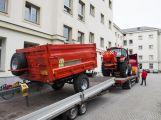 Technické služby mají nový traktor, pomůže na kompostárně i se zimní údržbou ()