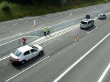 Dacia projela na dálnici dopravním značením ()