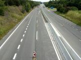 Dacia projela na dálnici dopravním značením (1)