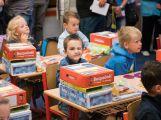 Prvňáčci poprvé zasedli do školních lavic (11)