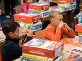 Prvňáčci poprvé zasedli do školních lavic (2)