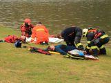 Hasiči zachraňovali tonoucí posádku z převrácené lodi, naštěstí jen cvičně (2)