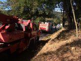 Za obcí Hluboš se převrátil návěs s prasaty, silnice je uzavřena ()