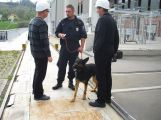 Policisté hledali výbušninu ve vodní elektrárně Kamýk (4)