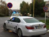 Řidič dával přednost chodcům, další do něj narazil ()