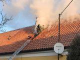 Právě teď: Hasiči zasahují u požáru domu ve Zvíroticích (PRŮBĚŽNĚ AKTUALIZOVÁNO) (6)