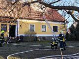 Právě teď: Hasiči zasahují u požáru domu ve Zvíroticích (PRŮBĚŽNĚ AKTUALIZOVÁNO) (5)