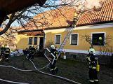 Právě teď: Hasiči zasahují u požáru domu ve Zvíroticích (PRŮBĚŽNĚ AKTUALIZOVÁNO) (4)