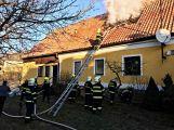 Právě teď: Hasiči zasahují u požáru domu ve Zvíroticích (PRŮBĚŽNĚ AKTUALIZOVÁNO) (2)