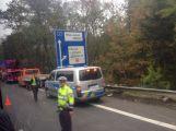 Aktualizováno: Silnice do Prahy byla uzavřena, havaroval zde kamion ()