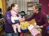 Maminka dvouměsíční Mariky si převzala výhru (3)