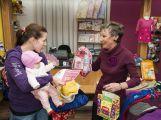 Maminka dvouměsíční Mariky si převzala výhru (4)