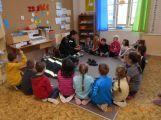 Děti ze ZŠ Jiráskovy sady se seznámily s prací policie, hasičů a armády (1)
