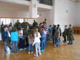 Děti ze ZŠ Jiráskovy sady se seznámily s prací policie, hasičů a armády (3)