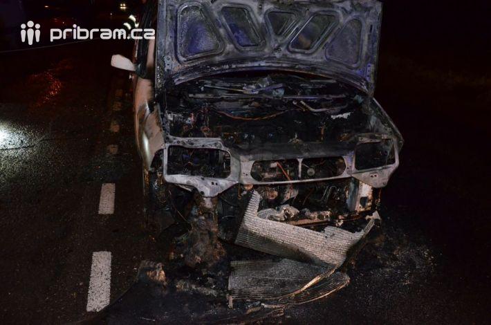 Požár ukončil cestu řidiči osobního vozidla …
