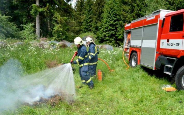 Při pokusu, který hasiči provedli sběžně …