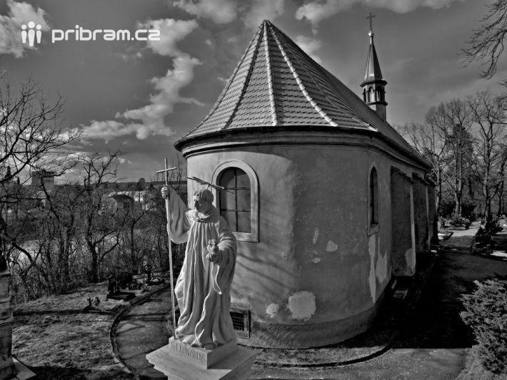 Socha sv. Leonarda se srdcem v ruce - foto …
