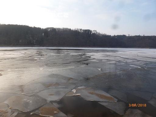 Prolomený led na místě události (foto PČR …