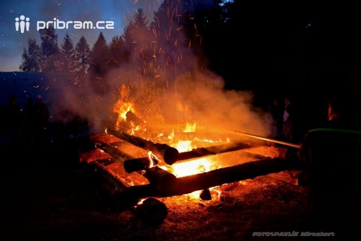 Uplynulý víkend zaznamenal více požárů …