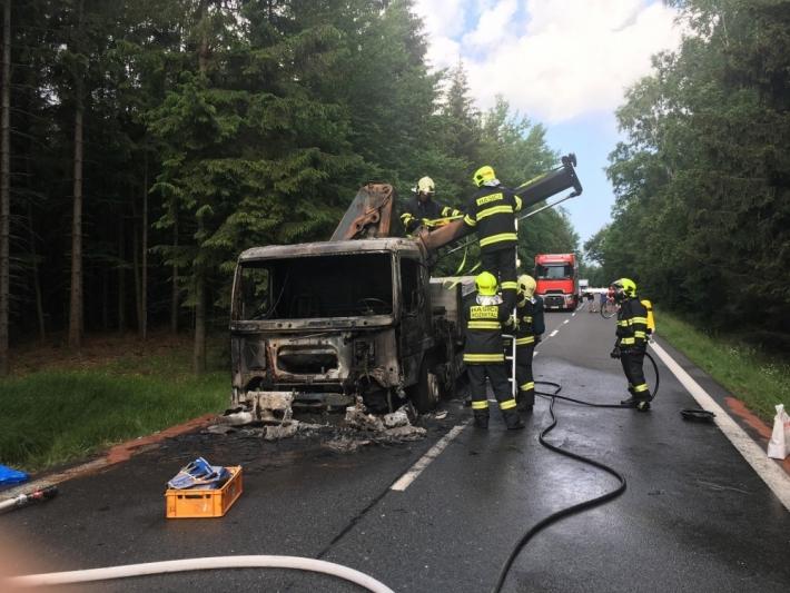 Požár nákladního vozu převážejícího stavební …