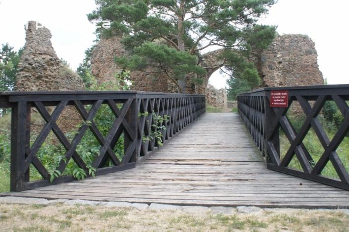 Pozůstatky hradu Vrškamýk se nachází na malém …