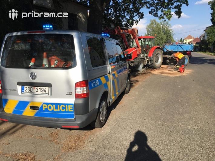 Dopravní nehoda traktoru momentálně komplikuje …