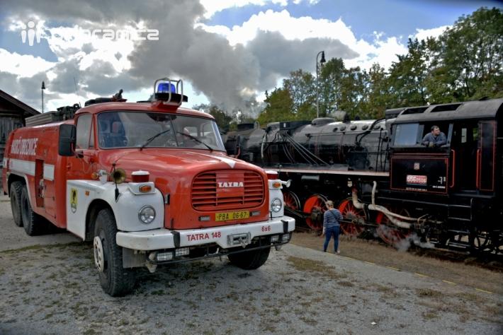 Žíznivou lokomotivu na nádraží v Příbrami jako …