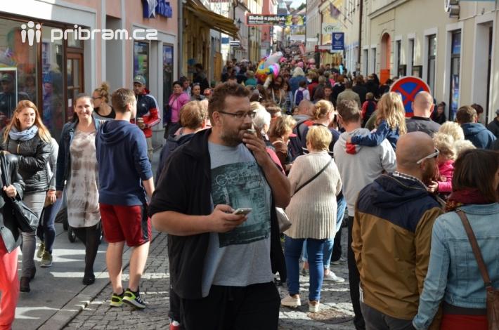 VPražské ulici to dnes žilo! Nápad …