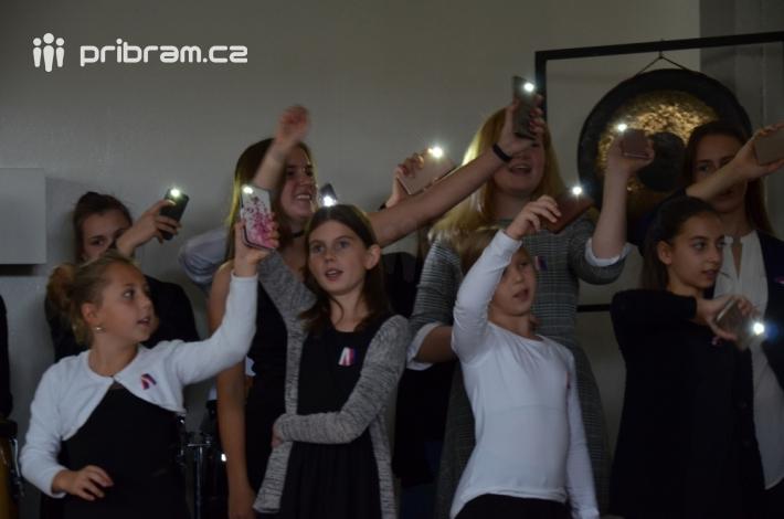 Osvobození roku 1945 oslavili žáci písničkou …