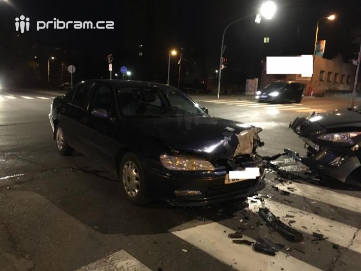 Dopravní nehoda dvou osobních vozidel …