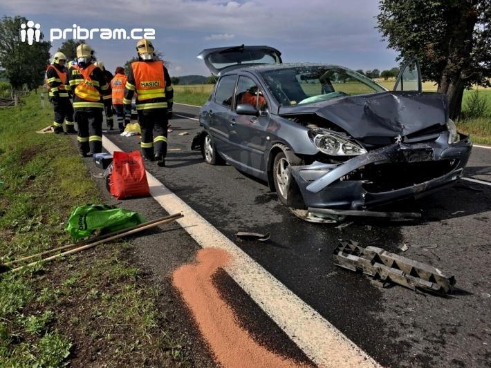 13. Hromadná dopravní nehoda zastavila provoz …