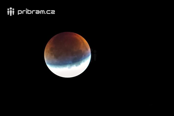 Minulé úplné zatmění Měsíce nastalo v noci z …