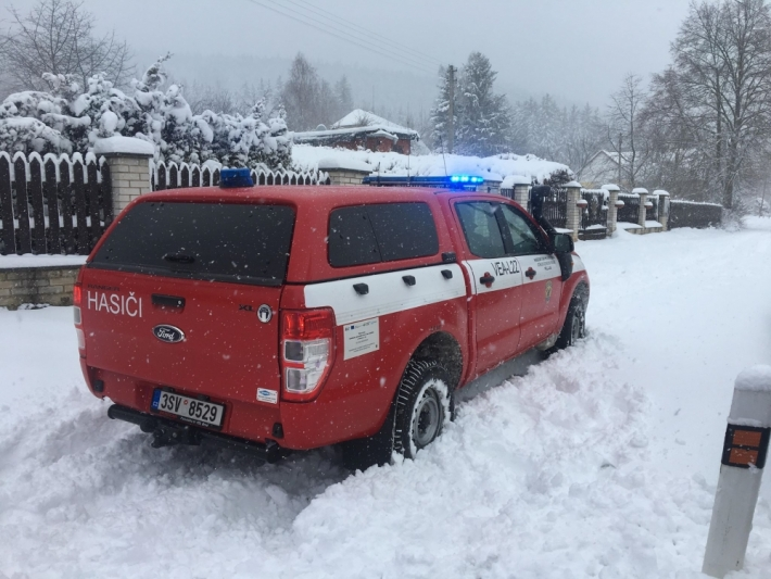 13:06 Jednotka profesionálních hasičů z …