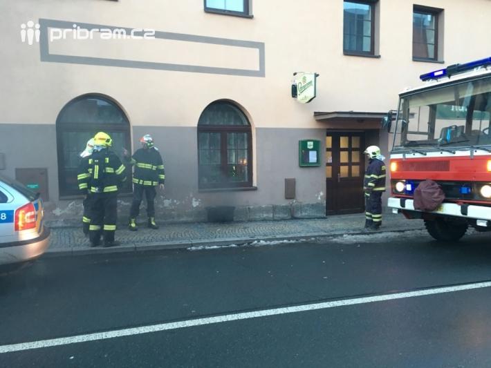 Tři jednotky hasičů momentálně zasahují u …