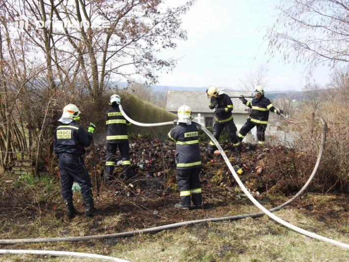 Jednotka dobrovolných hasičů z Obecnice, za …