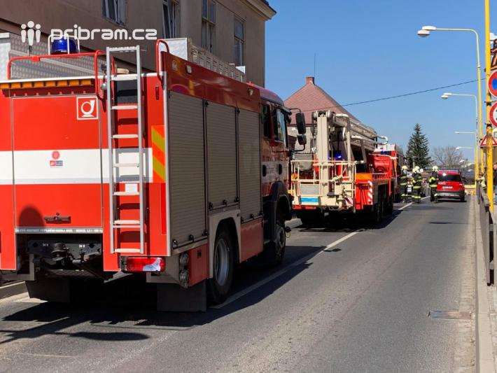 Dvě jednotky hasičů vyrazili k nahlášenému …