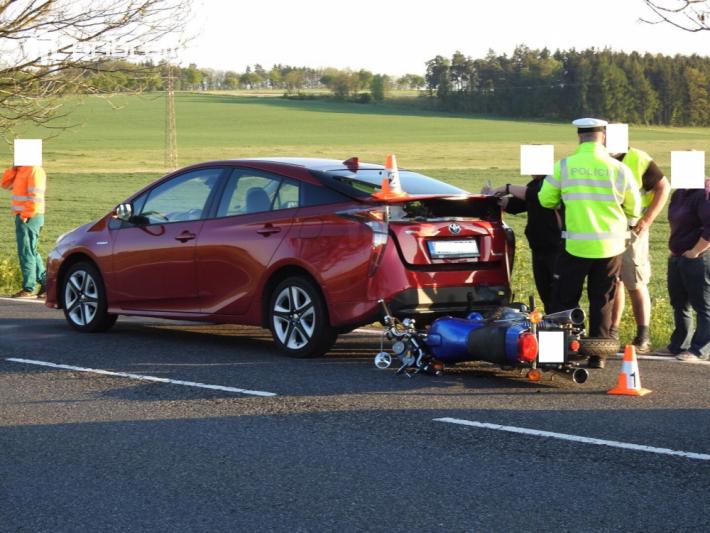 Hned tři dopravní nehody značně omezují provoz …