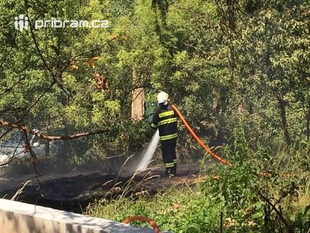 Teplé počasí a vyschlá půda je pro hasiče …