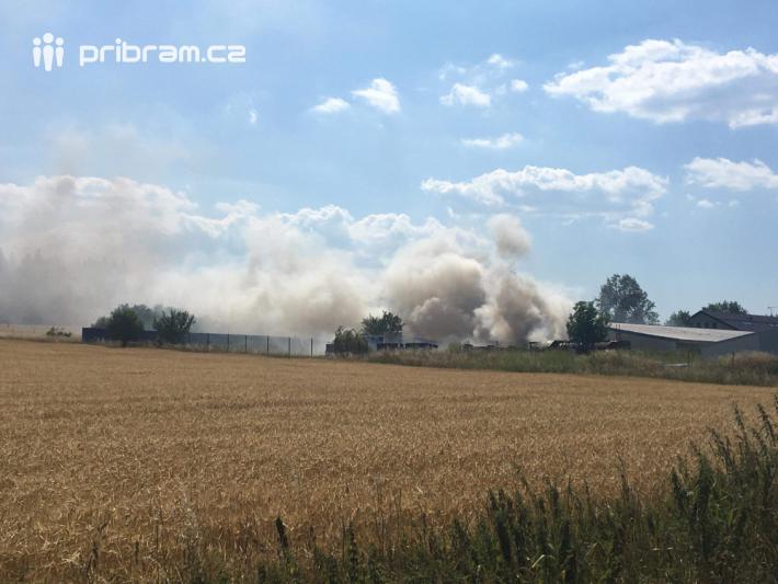 Velké množství hasičských jednotek momentálně …