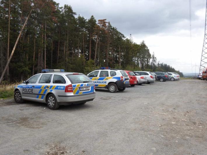 Policisté a hasiči pátrali v pátek od 13 hodin …