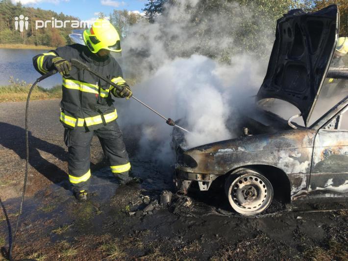 21. září byl ohlášen požár vraku auta u obce …