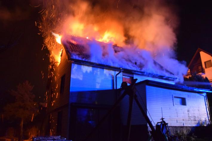 Požár střechy rodinného domu v obci Solenice …