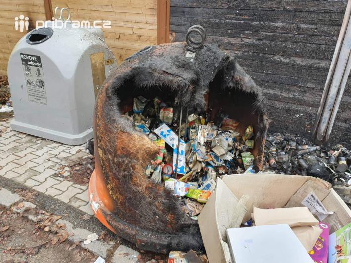 První oznámení o zahoření kontejnerů přijalo …