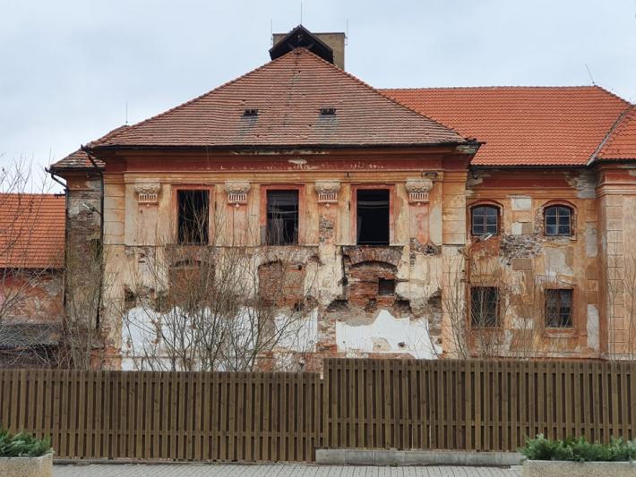Barokní stavba snádhernou výzdobou, …