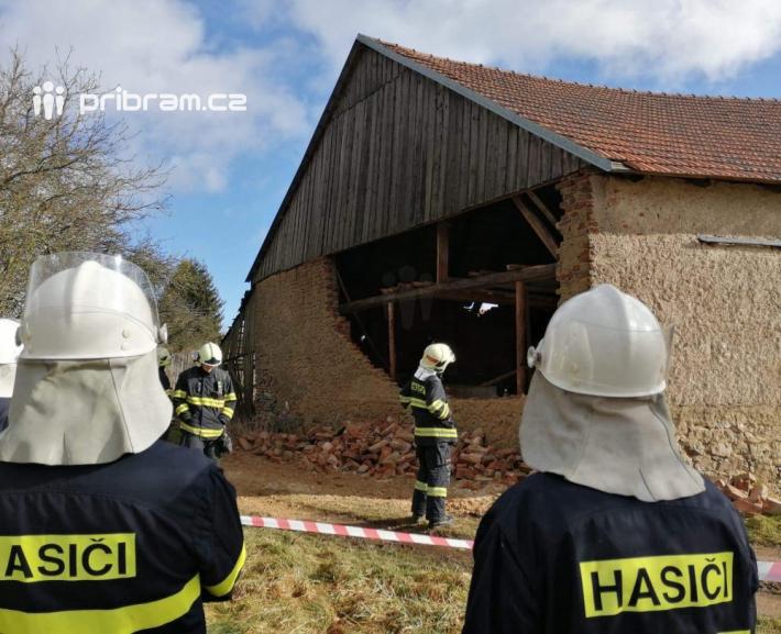 Poničená stodola v obci Vacíkov. Foto: Markéta …